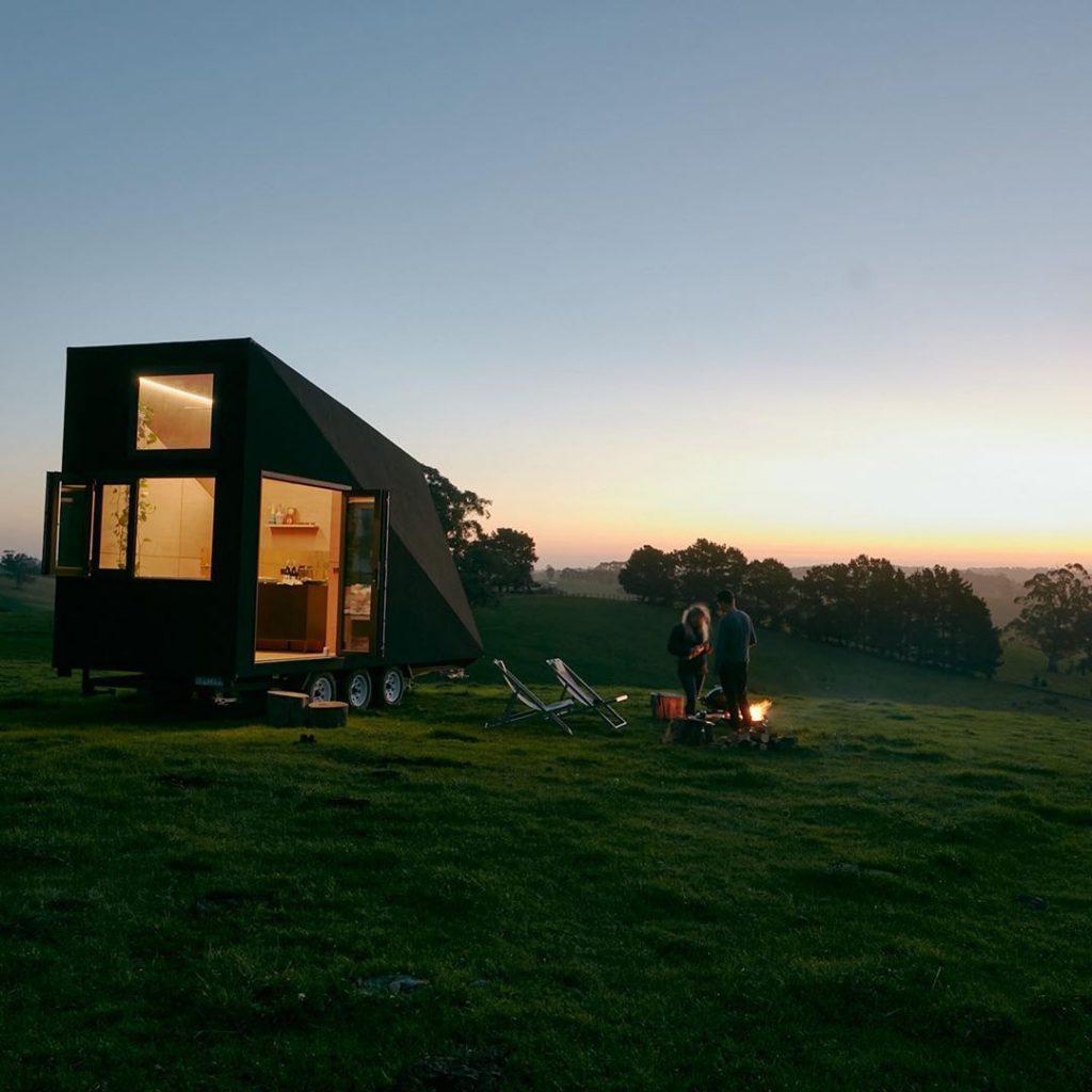 cabaña pequeña de madera